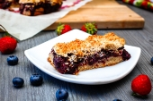 Feed Your Body Friday: Berry Crumble Bars