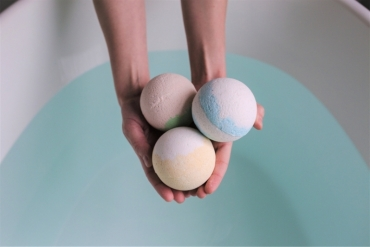 How to Create DIY Homemade Bath Bombs