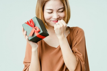 woman receiving gift love language