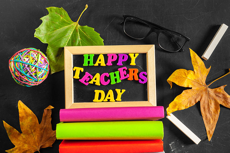 letterboard with happy teachers day on it