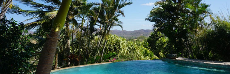 A picture of a poolside view in Costa Rica.